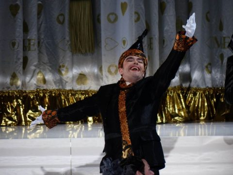 Schneider Halskrause »Des Kaisers neue Kleider« Komische Oper Berlin ©Frank Wesner